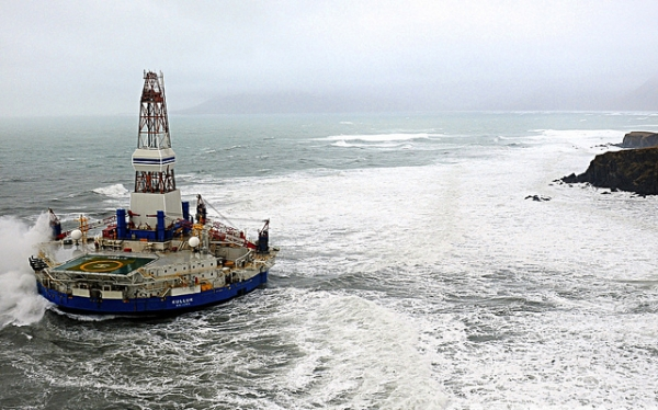 The Shell drilling rig that ran aground, The Kulluk (Greenpeace photo).