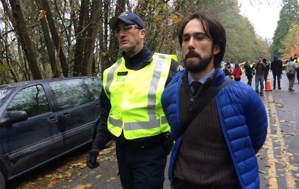 Arrests begin on Burnaby Mountain in Kinder Morgan standoff