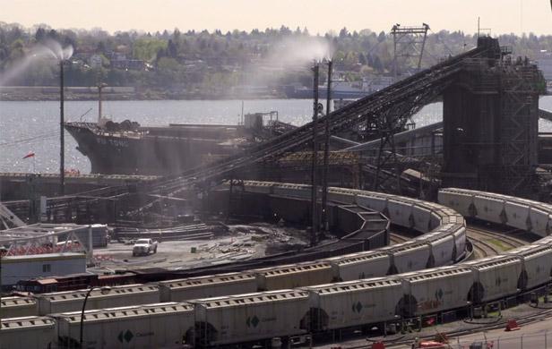 Neptune coal terminal (Image: Dan Pierce/Wilderness Committee)