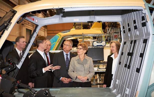 Ontario Premier Kathleen Wynn tours an Airbus helicopter plant (CNW)