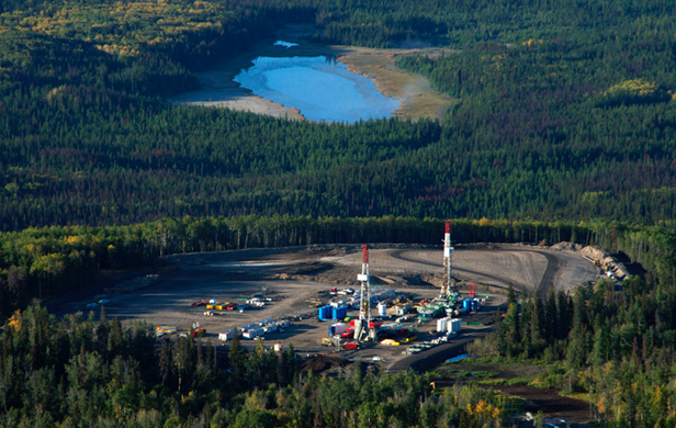 Fracking operations near Hudson's Hope in 2012 (Damien Gillis)