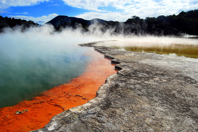 Australian hot springs (Flickr cc license/Geo Thermal)