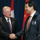 Then-Canadian Trade Minister David Emerson shakes hands with Chinese Commerce Minister Bo Xilai in 2007 (Reuters photo)