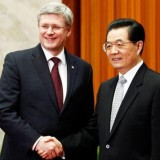Stephen Harper shakes hands with China's President Hu Jintao in Beijing on Feb. 9, 2012 (photo: Chris Wattie, Reuters)