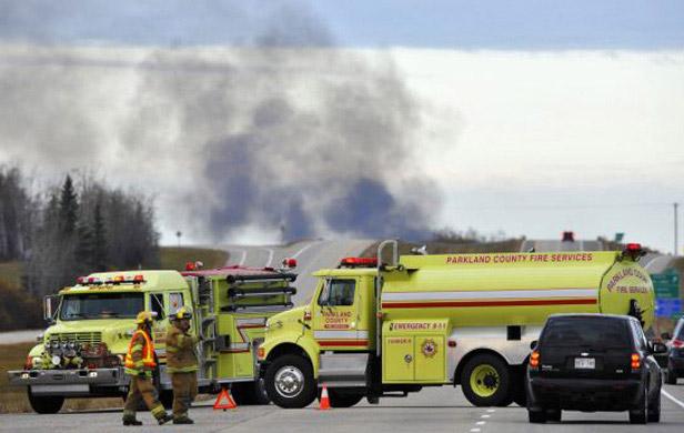 Explosion,-flames-as-oil-train-derails-in-Alberta