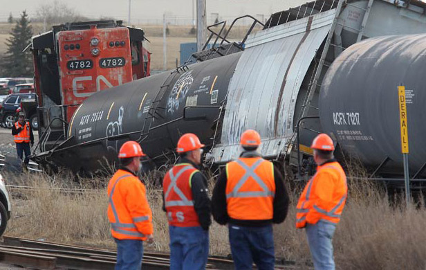 Alberta, BC plan for oil-by-rail in case pipelines fail
