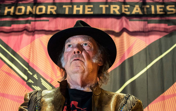 Neil Young amps up national oil sands debate