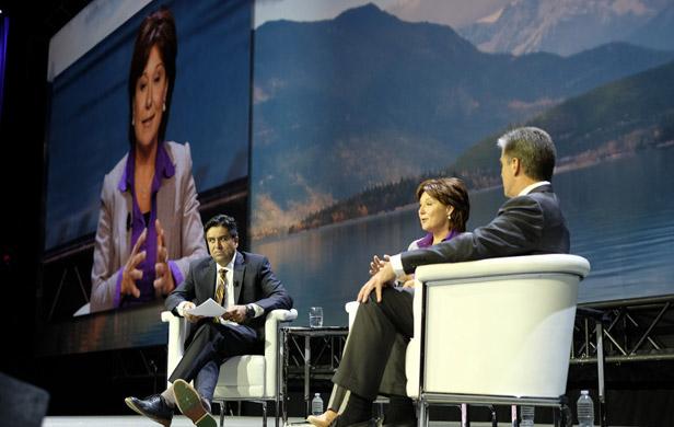 BC Premier Christy Clark and Shell Oil Company CEO Marvin Odum discuss LNG (BC govt flickr photo)