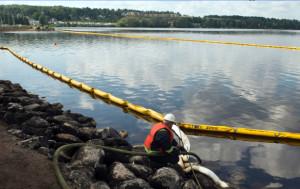 Cleanup efforts on Lac-Megantic (Ryan Remiroz/CP)