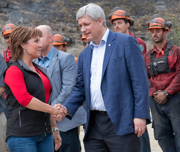 Christy Clark and Stephen Harper meet with firefighters in Kelowna (BC Govt/Flickr)
