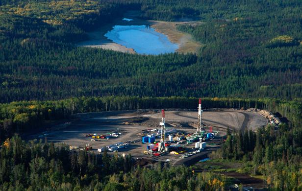 Fracking operations near Hudson's Hope in 2012 (Damien Gillis)